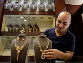 Gold prices fall two pounds .. And the caliber 21 records 651 pounds per gram