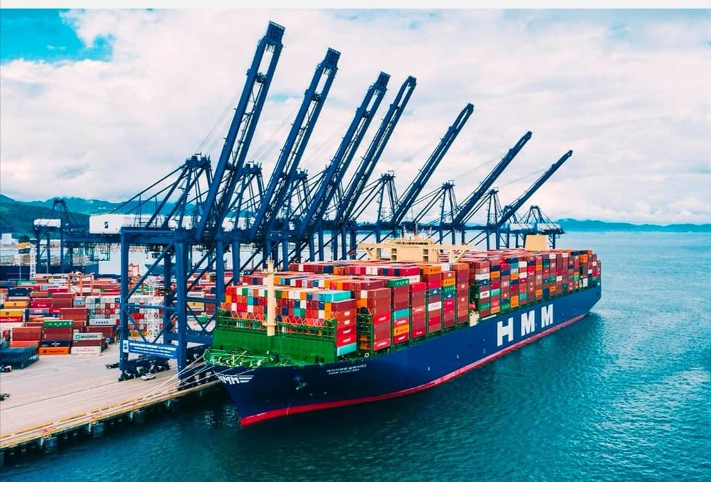 The Suez Canal receives the largest ships of the Korean container line