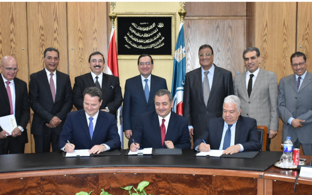 After the demarcation of the border with Saudi Arabia .. Egypt signed two contracts to explore the oil wealth