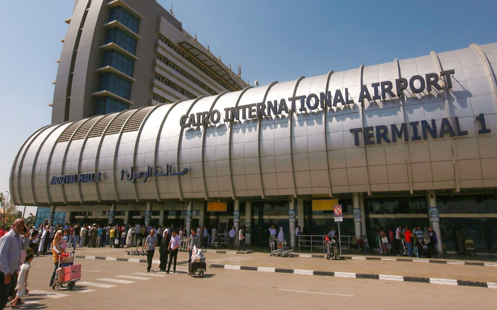 Cairo airport begins the implementation of the decision to enter Qataris with pre-visas .. Today