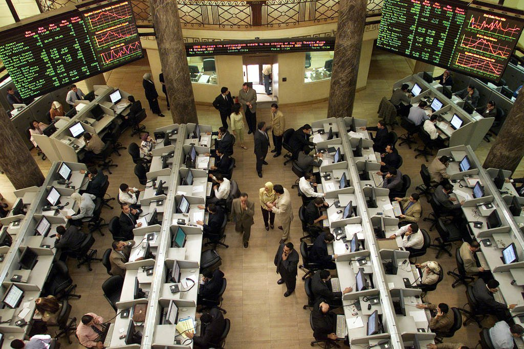 The bourse earns 833 million pounds in early trading