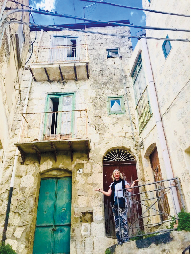 Britons rush to buy houses in Italy